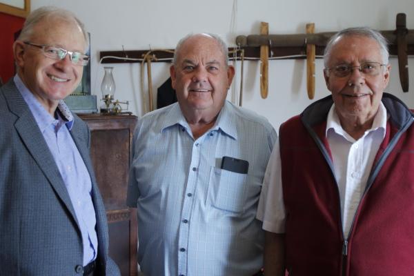 Japie Gouws, besturende direkteur van die ATKV-Groep, saam met Hans du Plessis en Christo van Rensburg